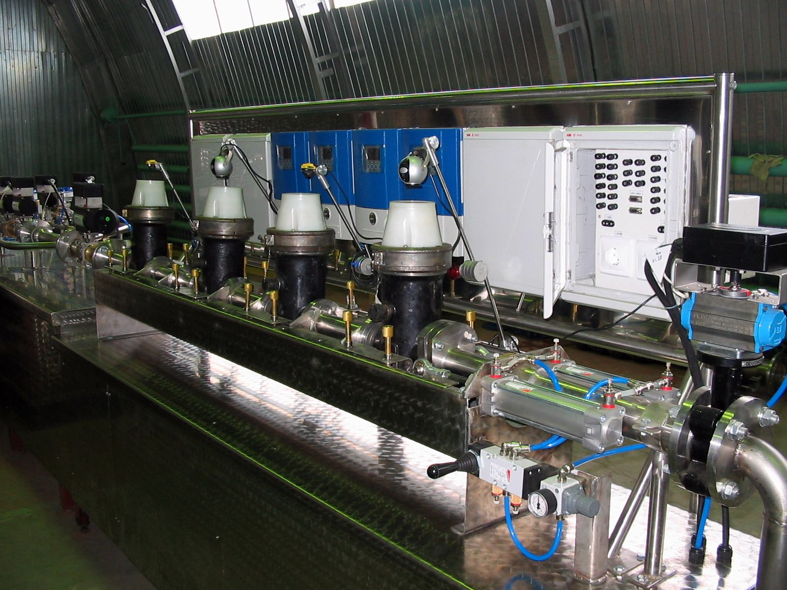 Water and Oil Flow Meters Calibration Test Bench Systems in accordance with IS0 4185, OIML R105, OIML R49,flow metering,calibration test stand,volumetric flowmeter,mass flowmeter,ISO 4185,OIML R 105,OIML R 49,Promass X,Micro Motion CMFHC,Trio-Mass,Optimass 2000,Rotamass, reference meter, thermal mass,multiphase,coriolis,mass electromagnetic variable area ultrasonic vortex flowmeter,verification calibration test testing flowmeter,flowmeter calibration standards,weighing method,measurement liquid flow,liquid flow measurement,meter calibration,Komissarov Ltd,Metrology Systems EC,Endress+Hauser,Grundfos,Wilo,Siemens,流量測量,流量計校驗,校驗流量計,測試流量計,質量流量,體積流量,流量测量,流量计校验,校验流量计,测试流量计,流量测量,质量流量,体積流量, 流量計標定,  手段流量计的校准,  设备流量计标定, 流量計のキャリブレーション, 水油流量表检定试验台, 流量计标定试验台, 유량계 교정 테스트 벤치, Medidores de flujo banco de pruebas de calibración, Medidores de Vazão banco de ensaio de calibração