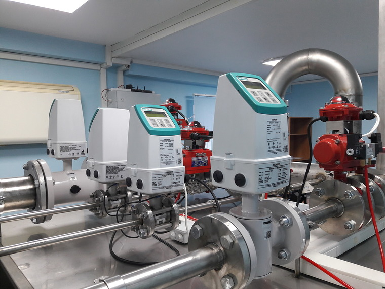 Siemens SITRANS FM. Flow meter test bench, Flow measurement, flow measuring, flow metering, calibration test stand, volumetric flowmeter, mass flowmeter, ISO 4185, Promass X, Micro Motion CMFHC, Trio-Mass, Optimass 2000, Rotamass, reference meter, thermal mass, multiphase, coriolis, mass electromagnetic variable area ultrasonic vortex flowmeter, verification calibration test testing flowmeter, flowmeter calibration standards, weighing method, measurement liquid flow, liquid flow measurement, meter calibration, Komissarov Ltd, Metrology Systems EC, Endress+Hauser,Grundfos,Wilo, Siemens, IS0 4185, OIML R 105, OIML R 49, Water and Oil Flow Meter Calibration Test Bench, Woltman calibration, hot water meter calibration test bench, flow meter calibration system, standard fluid flow measurement, flow metering, ISO 4064, IS0 4185, OIML R105, OIML R49, EN 14154, volume flow, mass flow, liquid flow, fluid flow, water meter verification